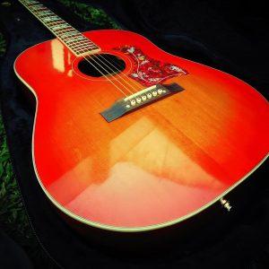 Guitarra acústica tipo Hummingbird Gibson de Luthier