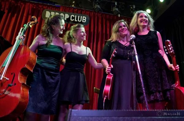 Junto a la agrupación Argentina Impertinente Señorita Orquesta