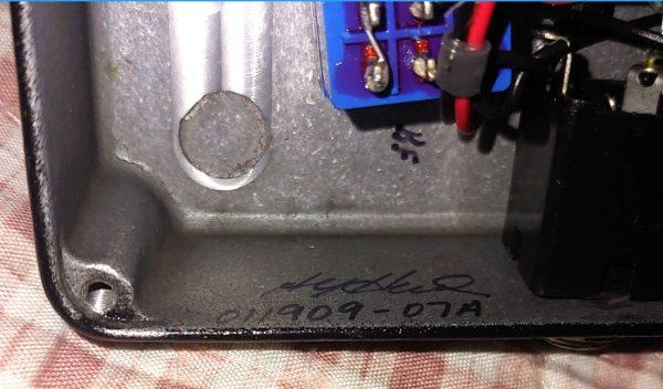 Pedal Hermida Distortion artesanal, (no es Lovepedal) ensamblado a mano y firmado por Alfonso Hermida en 2009 – usado como nuevo