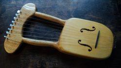 Arpa o Lira de 6 cuerdas de Autor, basada en diseños Celtas y Griegos